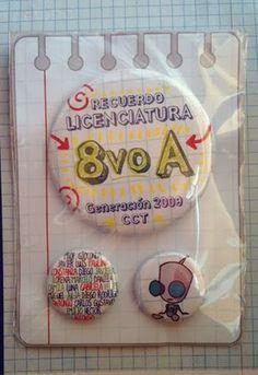 Chapitas: recuerdos de curso/ Pins: souvenirs for classmates (by unadani.com)
