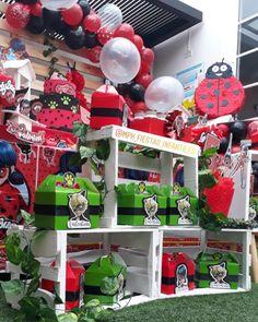 No hay descripción de la foto disponible. Miraculous Ladybug, Baby Showers, Football Helmets, Decorations, Instagram, Birthday, Party, Wedding, Ideas