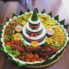 Food N, Diy Food, Food And Drink, Catering Platters, Indonesian Food, Indonesian Recipes, Food Garnishes, Food Decoration, Baked Chicken Recipes