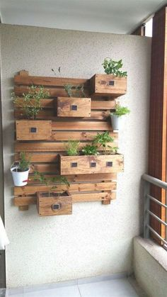 30 Reclaimed Pallet shelf and Furniture Projects Pallet planter The post 30 Reclaimed Pallet shelf and Furniture Projects appeared first on Pallet Diy. Easy Woodworking Projects, Diy Pallet Projects, Wood Projects, House Plants Decor, Plant Decor, Pallet Furniture, Furniture Projects, Pallet Home Decor, Pallet Couch