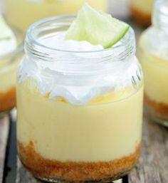 Sabores en frascos Cake In A Jar, Dessert In A Jar, Dessert Cups, Dessert Recipes, Bite Size Desserts, Mini Desserts, Delicious Desserts, Mason Jar Desserts, Mini Cheesecakes