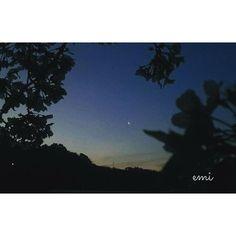 【momoet0924】さんのInstagramをピンしています。 《夜明けの月  夜明けの月が綺麗な朝  これは桜の時の夜明けの月  この頃は朝早くから苺の収穫していて、収穫前に撮った写真  お気に入り🎵  今日からしばらくお天気よくないようで、夜明けの月も見れないかな…今日もお疲れ様です🍀😌🍀 #スマホ写真ら部 #スマホ越の私の世界 #夜明けの月#さくら#桜#sakura #flower#flowerlovers #夜明け#月#moon#instaflower#instagram #japan_art_photography #japan_daytime_view #PHOS_japan #pics_jp#hueart_life #far_eastphotography #tv_depthoffield #wp_japan #s_shot #kumamoto#今日もお疲れ様#jap_メモリアル_花空》
