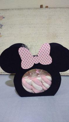 Caixa Minnie para lembrança de festa infantil    Podemos fazer em qualquer tema  Pode ser elaborada como convite ou lembrancinha  Também podendo ser adicionada à mesa de guloseimas da festa.
