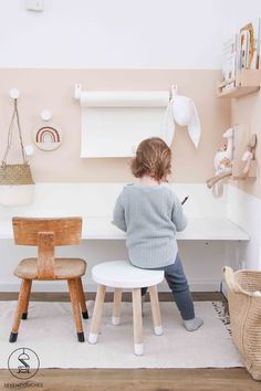 Met deze 3 tips tover jij een mooi kleurvlak op je wand With these 3 tips you will create a beautifu Modern Playroom, Playroom Design, Playroom Decor, Kids Room Design, Playroom Organization, Playroom Ideas, Wall Decor, Bedroom Desk, Girls Bedroom