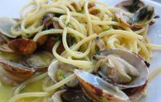 Spaghetti con vongole e rucola