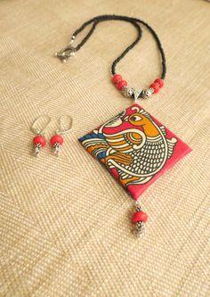 Kalamkari necklace and earring set- Peacock motif in red Diy Fabric Jewellery, Fabric Earrings, Paper Earrings, Handmade Beaded Jewelry, Handmade Jewelry Designs, Paper Jewelry, Textile Jewelry, Bead Jewellery, Clay Jewelry