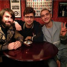 Chilling in the vic ~ ~Sophia #olly #ollyalexander #mikey #mikeygoldsworthy #emre #emreturkmen #dylan #dylanbell #yearsandyears #follow #newmusic