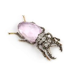 Brooches Jewels : A century pink topaz and diamond brooch. Jewelry Shop, Jewelry Accessories, Jewelry Design, Jewellery Box, Jewelry Stores, Handmade Jewelry, Fashion Jewelry, Insect Jewelry, Animal Jewelry