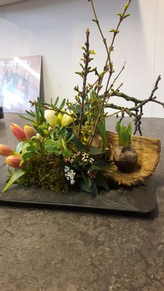 Easter Flower Arrangements, Easter Flowers, Beautiful Flower Arrangements, Floral Arrangements, Beautiful Flowers, Flower Decorations, Table Decorations, Table Centers, Cute Crafts