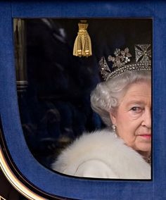 Queen Elizabeth II Marks 65 Years on Britain's Throne. Image: Queen Elizabeth II in 2009 Royal Jewels, Crown Jewels, Isabel Ii, Her Majesty The Queen, Royal Life, Prince Phillip, Queen Of England, English Royalty, Save The Queen