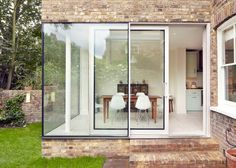 East London 'Vegetarian Cottage' Uses Reclaimed Brick for a Modern Extension Chalet Extension, Brick Extension, Cottage Extension, Extension Google, Extension Ideas, Architecture Renovation, Residential Architecture, Architecture Design, London Townhouse