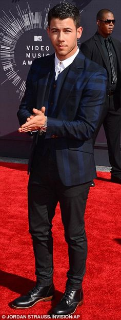 Nick Jonas' patterned blue blazer was a different look at the 2014 VMAs http://dailym.ai/1oluLIj