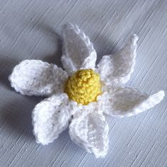 Ravelry: Spring Daisy Flower pattern by Amy Yarbrough