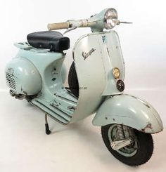 Vespa 125 VNB vintage scooter in rare original condition and paint / colour. Blue / Blau / Chiaro