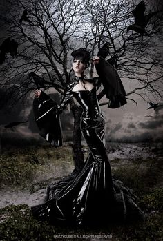 Latex goth gown with wing arms and black bird atmosphere Latex Fashion, Dark Fashion, Emo Fashion, Gothic Fashion, Fasion, Dark Beauty, Gothic Beauty, Tribal Fusion, Gothic Steampunk