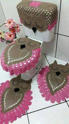 tapete de banheiro marrom e rosa Coruja de Crochê
