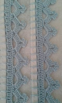 Agulhas e Pinceis: Biquinhos simples (Crochet edgings with instructions in Portuguese but with international diagram) This Pin was discovered by zah Crochet Boarders, Crochet Edging Patterns, Crochet Lace Edging, Filet Crochet, Love Crochet, Crochet Designs, Crochet Stitches, Crochet Baby, Knit Crochet
