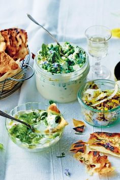 Aperitif dinner: 9 express recipes for evenings with friends - Trend Cocktail Food Ideas 2019 Tapas, Cocktail Party Food, Veggie Omelette, Cooking Black Beans, Vegetable Dishes, Food Items, Vegetarian Recipes, Breakfast Recipes, Food And Drink