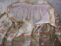 Corpiño y Falda regional de lujo valenciana alicantina o murciana para jovencita en tela adamascada