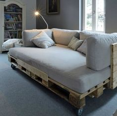 Ideias-para-decorar-sala-sofá-de-paletes.moveis reciclado é inteligente, e de bom gosto.