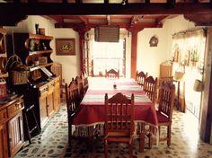 Comedor de madera y mantel de Bernal, Qro. Tradicional de México