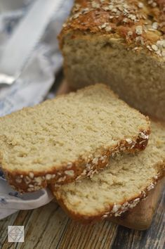 Honey and Oatmeal recipe - 2 slices of bread Biscuit Bread, Pan Bread, Slice Of Bread, Bread Baking, Pan Dulce, Bread Maker Recipes, Cake Recipes, Avena Recipe, Salada Light