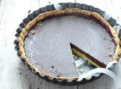 La Tarte Robuchon e' una crostata con un cuore ripieno al cioccolato che prende il nome dal suo creatore, lo chef Joel Robuchon. La versione che oggi vi riporto, è la ricetta della Tarte Robuchon riportata da Maurizio Santin, nel suo libro e devo dire che anche se non si tratta della ricetta originale è…