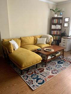 My Living Room, Living Room Decor, Living Spaces, First Apartment, Apartment Living, Home Decoracion, Little Houses, Apartment Design, New Room