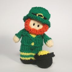 A quick las tminute St Patrick's Day knitting pattern- This cute little Bitsy Baby Leprechaun doll