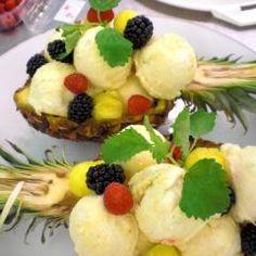 Ananaseis in der Ananas serviert und 87.000 weitere Rezepte entdecken auf DasKochrezept.de