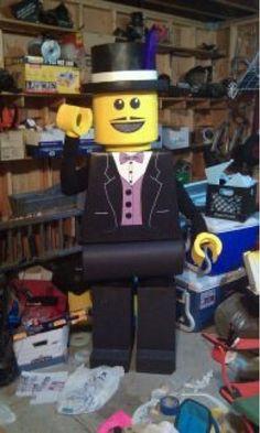 Lego Costume Lego Costume, Halloween Costumes, Lego Stuff, Costume Ideas, School Stuff, Skateboard, Cosplay, Costume, Skateboarding
