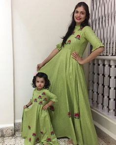 and baby dress Indian Mother and Daughter Matching Dresses - ArtsyCraftsyDad Indische Mutter und Tochter passende Kleider - ArtsyCraftsyDad Mom Daughter Matching Dresses, Mom And Baby Dresses, Dresses Kids Girl, Mother And Daughter Dresses, Girl Outfits, Frock Design, Mother Daughter Fashion, Indian Gowns Dresses, Eid Dresses