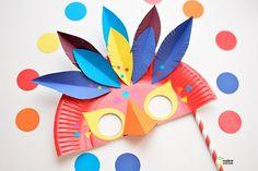 DIY un masque de carnaval plum? Easy Crafts, Diy And Crafts, Crafts For Kids, Arts And Crafts, Carnival Crafts, Carnival Masks, Carnival Dress, Carnival Decorations, Carnival Prizes