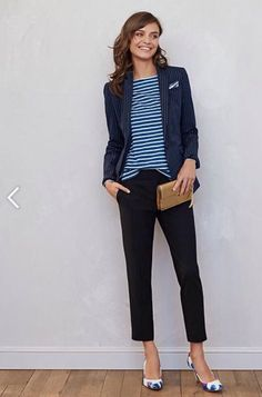 I like this style of crop where it's not too full in the thigh. Great look to go from work to after school activities.