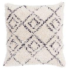 Vankúšov nie je nikdy dosť. Či už budú na pohovke, v posteli, alebo len tak pohádzané okolo konferenčného stolíka. A práve s týmto kúskom od značky  Ego Dekor  dotvoríte atmosféru svojho domova do dokonalosti. Off White, Throw Pillows, Vintage, Black, Products, Everything, Toss Pillows, Cushions, Black People