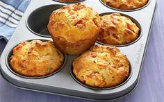 Pãozinho integral de peito de peru, queijo e ovos