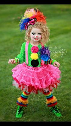 Clown costume - beauty-makeup, skincare, hair, and nail content Cute Clown Costume, Halloween Costumes For Girls, Girl Costumes, Halloween Kids, Clown Costumes Kids, Halloween 2018, Halloween Crafts, Costume Ideas, Clown Party