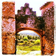 Porta medieval #OlesadeBonesvalls #Penedes