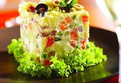 Salata de boeuf este nelipsită de pe mesele festive de iarnă ale românilor. Este simplu de făcut, ușor și relativ rapid, din ingrediente care se regăsesc în cămara fiecărei gospodine. INGREDIENTE • 500 g rasol de vaca/ piept de pasare. • 400 g cartofi • 3 morcovi • 2 radacini de patrunjel. • 200 g […]