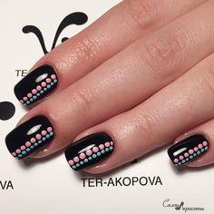Simple nail design with dots Dot Nail Designs, Square Nail Designs, Acrylic Nail Designs, Geometric Nail Art, Dot Nail Art, Fingernails Painted, Cute Acrylic Nails, Minimalist Nails, Trendy Nail Art
