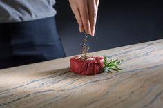 Küchenarbeitsplatten aus Naturstein von Strasser Steine sind in der Küche unschlagbar. Zum Beispiel weil Sie absolut hygienisch sind...