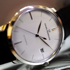 Understated elegance of the #girardperregaux 1966 in white gold #wotd #watches…