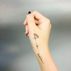 Vintage flower tattoo, flower tattoo on ribs, pretty flower tattoos, Unique Tattoos, Cute Tattoos, Small Tattoos, Tattoos For Guys, Awesome Tattoos, Neck Tattoos For Women, Tattoo Son, Get A Tattoo, Back Tattoo