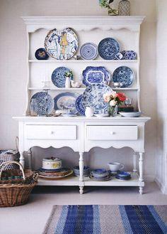 Seaside cottage - blue china
