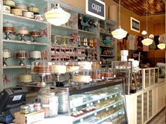Magnolia Bakery...my favorite bakery in NYC (the one in the village is fabulous!)