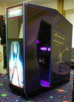 Vintage Arcade Video Game Machines That Make You Want to Play Again - vintagetopia Arcade Game Room, Retro Arcade Games, 80s Video Games, Video Game Rooms, Video Game Machines, Arcade Console, Game Room Furniture, Flipper, Nintendo