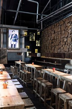 The confort and the and the beauty of the space say a lot of the restaurant, be inspired ! Bar Interior Design, Restaurant Interior Design, Cafe Interior, Cafe Design, Best Interior, Luxury Restaurant, Restaurant Concept, Restaurant Kitchen, Rustic Restaurant