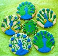 peacock cookies.  These designs could make really cute cakes/ cupcakes too.  I feel a birthday theme coming on!