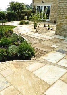 A flagstone and gravel walkway may be the right way to go when designing your yard, garden or patio, perhaps with a soothing fountain or a firepit too. Gravel Walkway, Garden Pavers, Terrace Garden, Pavers Patio, Block Paving Patio, Pea Gravel Garden, Outdoor Paving, Slate Patio, Garden Stones