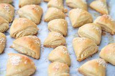 Spaldove pecivo s cesnakom Garlic Rolls, Spelt Flour, Healthy Recipes, Healthy Food, Hamburger, Bread, Snakes, Kitchens, Healthy Foods